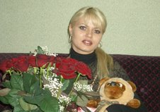 Шикарный букет красных роз и плюшевый мишка для любимой девушки