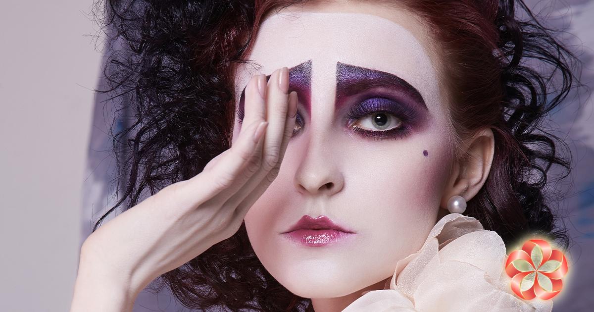 Косметика как подарок: затейливый макияж.